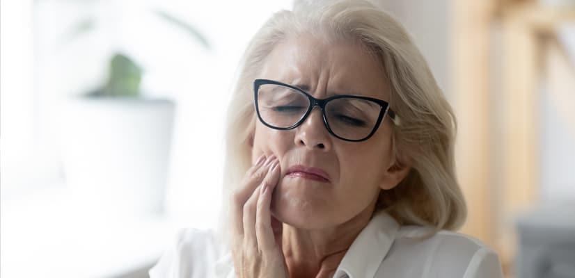pain-requiring-teeth-extraction-in-calgary